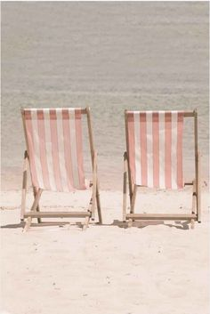Pretty in Pink Beach Chairs Credit: JeansViews@Etsy.com