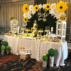 Throwback to this Kate Spade inspired Minnie Mouse birthday party for sweet little Vivian! 🎀🎀🎀 We absolutely loved planning this party! Sunflower Birthday Parties, Sunflower Party, Sunflower Baby Showers, Sunflower Cake Ideas, Spring Birthday Party Ideas, Sunflower Cupcakes, Sunflower Wedding Decorations, Bridal Shower Decorations, Birthday Party Decorations