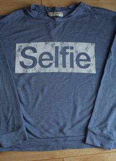 Kup mój przedmiot na #vintedpl http://www.vinted.pl/damska-odziez/swetry-z-dzianiny/10351834-niebieski-sweterek-selfie-oversize-pullbear