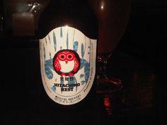 Cerveja Hitachino Nest White Ale, estilo Witbier, produzida por Kiuchi Brewery, Japão. 5% ABV de álcool.