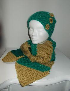 Completo in lana, maglia legaccio e bottoni ad uncinetto.