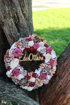 Burlap Wreath, Christmas Diy, Diy And Crafts, Wreaths, Ornaments, Spring, Home Decor, Flowers, Fall Winter