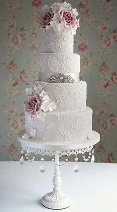 Love this! Would do the top layer and matching cupcakes.