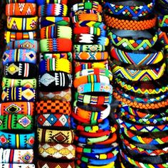 Sud-Africa -Beaded bracelets - vibrant colors evoke such emotions. African Beads, African Jewelry, African Design, African Art, Traje Casual, Xhosa, African Accessories, Thinking Day, African Culture