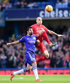 Chelsea's Diego Costa (left) and Liverpool's Martin Skrtel battle for the ball during the Barclays Premier League match at Stamford Bridge, London. PRESS ASSOCIATION Photo. Picture date: Saturday October 31, 2015. See PA story SOCCER Chelsea. Photo credit should read: Adam Davy/PA Wire.