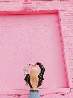 pink lips drawing – Blanca is World Eye Circles, Dark Circles, Loona Kim Lip, Hot Pink Lipsticks, Natural Blush, Pink Lip Gloss, Kpop Girl Groups, Kpop Girls, Pink Aesthetic