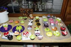 Lots of Halloween cupcakes. Worked on them from 7am to 4pm a few days before Halloween... everyone was blown away by them!