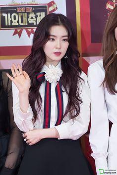Mode Ulzzang, Ulzzang Girl, Stage Outfits, Kpop Outfits, Seulgi, Rapper, Red Velvet Irene, Velvet Fashion, Cute Beauty