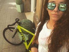 Que bien sientas antes de trabajar...;) #goodmorning #sunshine #picoftheday #work #curls #glasses #girl #instagramer #krn #bikelife #ilovekrn