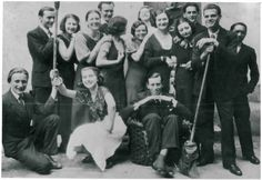S.B. et ses camarades en 1935. www.fondationsolangebertrand.org