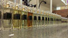 Production d'une ligne d'eaux de parfum dont 18 fragrances féminines, 11 masculines et 1 unisexe