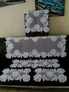 This Pin was discovered by Lal Crochet Table Runner, Crochet Tablecloth, Crochet Doilies, Crochet Flowers, Crochet Lace, Doily Patterns, Embroidery Patterns, Cross Stitch Patterns, Crochet Patterns