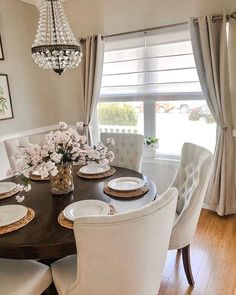 Brightening your Tuesday night with some beautiful dining room inspiration from . Brightening your Dining Room Table Decor, Dining Room Colors, Elegant Dining Room, Luxury Dining Room, Beautiful Dining Rooms, Dining Room Design, Dining Room Furniture, Room Decor, Kitchen With Dining Room