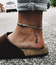 A foot is a complex part of making a tattoo. Now many folks are attracted towards foot tattoo designs as it offers an outstanding appearance. Superior foot tattoos are suitable for both women and men. Tattoos Skull, Body Art Tattoos, New Tattoos, Tattoos For Guys, Sleeve Tattoos, Tatoos, Tattoo Drawings, Small Tattoos With Meaning, Small Wrist Tattoos