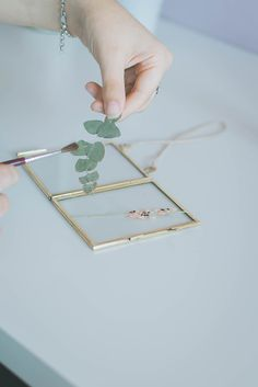 DIY Pressed Flower Frame : Home Made Christmas Gifts - Pressed Flower mini Framed art, looks cute in a window. How to quickly and easily make your own DIY pressed flower frame, using flowers you pressed yourself. Diy Hanging Shelves, Floating Shelves Diy, Flower Crafts, Diy Flowers, Flower Diy, Flower Petals, Handmade Home, Diy Gifts For Christmas, Cheap Christmas