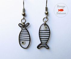 Boucles d'oreilles Poisson de Rouge Poisson sur DaWanda.com Wire Wrapped Jewelry, Wire Jewelry, Jewelery, Handmade Jewelry, Plastic Fou, Shrink Plastic Jewelry, Diy Earrings, Leather Earrings, Shrink Art