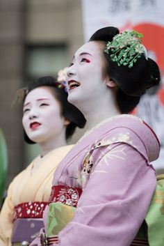 September 2015: maiko sisters Chiyoko and Mikako by byzanceblue on Flickr