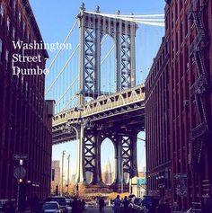 """Washington Street em Dumbo no Brooklyn. É a rua mais fotografada por causa da Manhattan Bridge e do Empire State Building. D.U.M.B.O é um abreviação para """"Down Under Manhattan Bridge Overpass"""" porque é uma região de passagem que fica embaixo da Manhattan Bridge, com visão espetacular de Manhattan e muitas atrações."""
