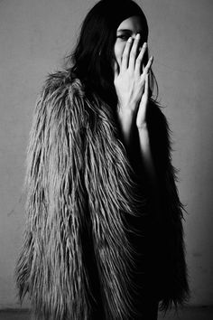 faux + fake + fur + b/w Look Fashion, Fashion Beauty, Womens Fashion, Looks Style, Style Me, Blue Style, Urban Outfitters, Foto Art, Shaggy