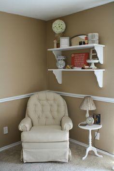 Corner arrangement idea with shelves. Small table + lamp.