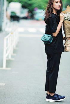 Ad Fashion, Japan Fashion, Fashion Images, Fashion Books, Fashion Wear, Fashion Pants, Love Fashion, Korean Fashion, Fashion Outfits