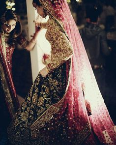 Latest Indian wedding Lehenga Style Ideas for brides! Indian Wedding Lehenga, Pakistani Wedding Dresses, Indian Dresses, Indian Outfits, Pakistani Bridal Lehenga, Walima, Wedding Sarees, Punjabi Wedding, Indian Weddings