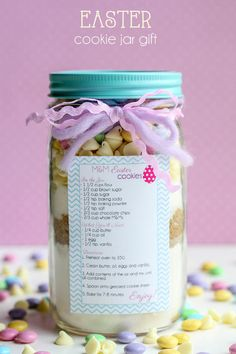 CUTE Easter Cookie Jar Gift - tutorial and free tags on { lilluna.com }