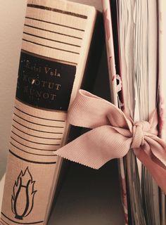 Complete poems of Katri Vala.