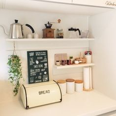 カラーバリエーションは、ナチュラルなオーク材のほか、ホワイト、ブラウン、ウォルナット。清潔感あるホワイトはキッチンにぴったり。