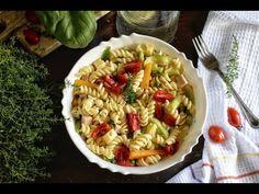 Καλοκαιρινή μακαρονοσαλάτα με λαχανικά.Ντοματίνια, κολοκυθάκια, αρακάς, καρότα όλη η νοστιμιά σε ένα πιάτο καλοκαιρινό,γεμάτο γεύσεις και χρώματα, που τα μάτια δεν χορταίνουν να βλέπουν. Pasta Salad, Ethnic Recipes, Food, Crab Pasta Salad, Essen, Meals, Yemek, Eten