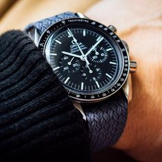 New article online (German) - about perlon staps. Link in bio. And hey, its Perfect match Omega Speedmaster Moonwatch, Moon Watch, News Articles, Perfect Match, Omega Watch, Gentleman, German, Watches, Magazine