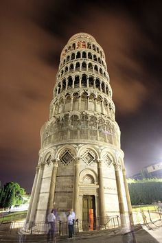 Leaning Tower of Pisa, Italy, Its not leaning