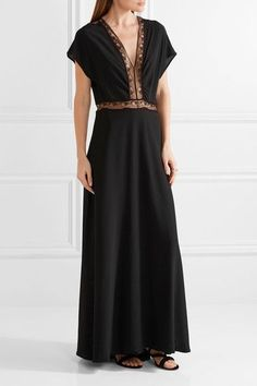 Black silk crepe de chine and lace Slips on 100% silk; trim: 74% cotton, 26% polyamide; lining: 100% polyester Dry clean Made in France