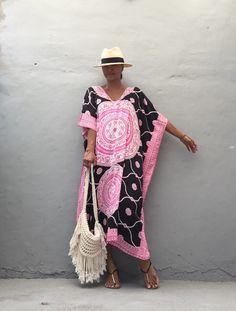 Bohemian beach poncho beach festival boho summer by Plus Size Resort Wear, Glamorous Evening Dresses, Gypsy Women, Summer Kimono, Bohemian Beach, Simple Outfits, Green Dress, Plus Size Fashion, Boho Fashion