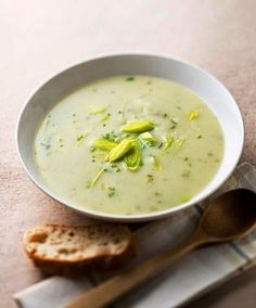5 Superfood Soup Recipes: Broccoli Potato and Leek Soup Healthy Soup Recipes, Cooking Recipes, Leek Recipes, Fall Recipes, Vegetarian Recipes, Potato Leek Soup, Kale Soup, Broccoli Soup, Carrot Soup