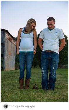 Country Maternity Photos in Sevierville, TN by 2 Hodges Photography - www.2hodgesphotography.com