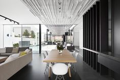 Completed in 2014 in Nedlands, Australia. Images by Jack Lovel  . Located on a picturesque site in Nedlands overlooking the Swan River in Perth's western suburbs, this house has been designed to allow for the...