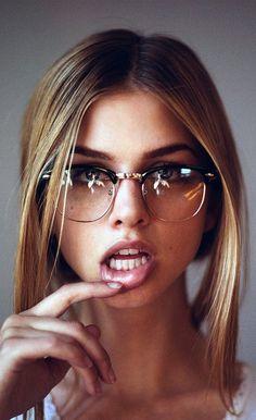 Aesthetic Cute Girls Fashion Inspo Jewelry Outfit Ideas Streetwear Vintage Old -. - Aesthetic Cute Girls Fashion Inspo Jewelry Outfit Ideas Streetwear Vintage Old - - ? Cute Glasses, Girls With Glasses, Girl Glasses, Blonde With Glasses, Womens Glasses, Girl Face, Woman Face, Marina Laswick, Fashion Eye Glasses