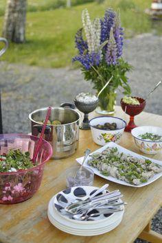 Elämää Koivurannassa: Kalamiehenviettelys Tzatziki, Table Settings, Food And Drink, Place Settings, Tablescapes