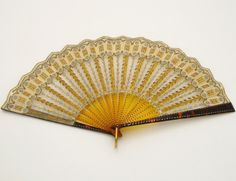 Hand fan, marked Ernest Kees, Paris, c. 1900-1905 - Aart Nouveau design with faux-tortoiseshell and gold net with sequins
