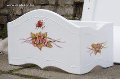 Az ágy mintájához és színéhez passzoló baldachin kerete (a tüll később került bele) - Anna névreszóló tömörfenyő indásvirágos-manós mintával festett fehér gyerekágy. Fotó azonosító: AGYANN24 Bassinet, Toy Chest, Storage Chest, Toddler Bed, Anna, Furniture, Home Decor, Homemade Home Decor, Crib