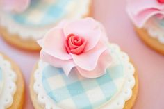 Blue Gingham Pink Rose Cupcake Picture