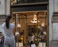 Street style, Milan: the shopping nation