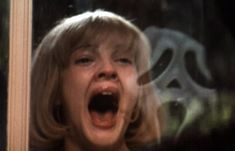 Scream at how Wes Craven and Kevin Williamson tore the slasher film apart Netflix Horror, Best Horror Movies, Classic Horror Movies, The Breakfast Club, Mean Girls, Super Scary Movies, Kevin Williamson, Scream Movie, Horror Scream