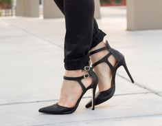 Pointe-toe cutout Heel Lyndsy by Signature Shoedazzle