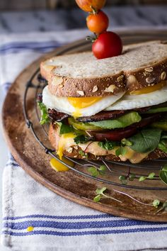 Tomato Recipes Bourbon Tomato BLT w/Fried Egg and Smoked Gouda - (Free Recipe below) - Best Whole Grain Bread, Ideas Sándwich, Smoked Gouda Cheese, Caramelized Bacon, Heirloom Tomatoes, Slice Of Bread, Wrap Sandwiches, I Foods, Healthy Recipes