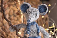 Mäuserich Malvin - Gratis Häkelanleitung - Makeup For Eyes Crochet Gratis, All Free Crochet, Double Crochet, Single Crochet, Baby Knitting Patterns, Crochet Patterns Amigurumi, Crochet Mouse, Crochet Baby, Crochet Hook Sizes