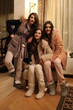 "The photo ""Günesin Kizlari - Episode has been viewed 566 times. Turkish Women Beautiful, Turkish Beauty, Beautiful Girl Image, Stylish Girls Photos, Girl Photos, Cute Asian Girls, Cute Girls, Murat And Hayat Pics, Turkish Fashion"