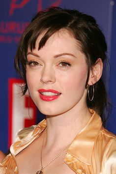 Star Surgery: Have They Or Haven't They? Rose McGowan - Then An established tv superstar in Rose McGowan radiated natural beauty. Megan Fox Now, Alisa Milano, Beautiful Roses, Beautiful People, Extreme Plastic Surgery, Charmed Tv Show, Holly Marie Combs, Shannen Doherty, Men Beard