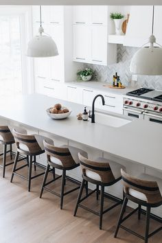 Grey quartz countertop Kitchen countertop is Caesarstone, Raw Concrete quartz countertop Stone Benchtop Kitchen, Gray Kitchen Countertops, Modern Countertops, Gray Quartz Countertops, Home Decor Kitchen, Kitchen Interior, Home Kitchens, Kitchen Townhouse Ideas, Modern Kitchen Design